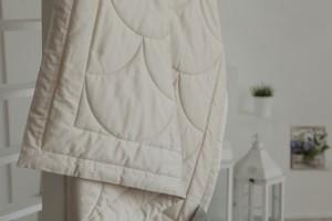 Бежевое одеяло Flaum Farbe 150х200 легкое