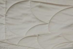 Бежевое одеяло Flaum Farbe 200х220 легкое