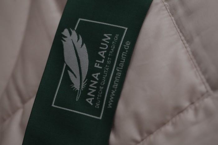 Кремовое одеяло Flaum Farbe 200х220 легкое