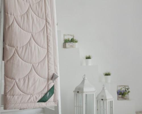 Кремовое одеяло Flaum Farbe 150х200 легкое