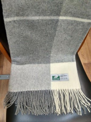 Плед Flaum Lora 140x200 шерстяной сливочно-серый