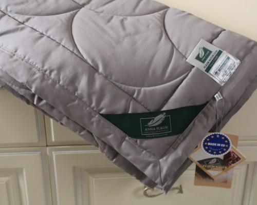 Темно-серое одеяло Flaum Farbe 200х220 легкое