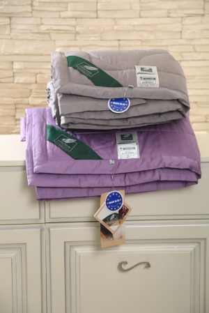 Фиолетовое одеяло Flaum Farbe 150х200 легкое
