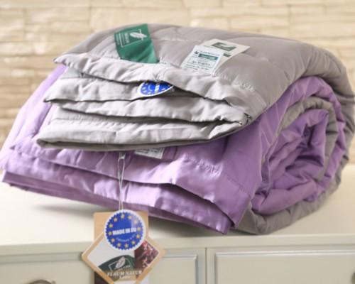 Фиолетовое одеяло Flaum Farbe 200х220 легкое